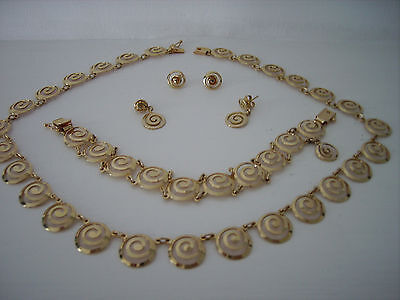 14ct Gold Necklace, Bracelet and Earring Set ( 2 Pairs of Earrings ). Free P&P.