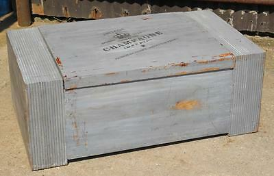 ​A Retro Vintage Storage Box Coffee Table Trunk Painted Chabby Chic