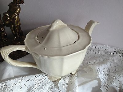 Fabulous ALFRED MEAKIN Old ENGLISH TEAPOT Vintage Cream Footed  PRINCESS SHAPE