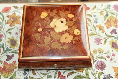 Gargiulo & Jannuzzi Italian Wood Music Jewlry Box with Sankyo Mechanism