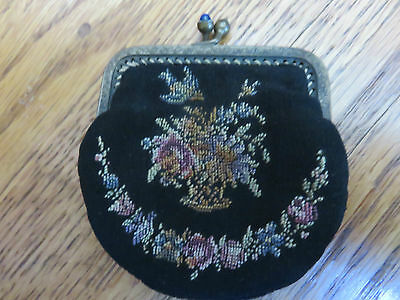 VINTAGE/Antique Black Floral Handmade Needlepoint Coin Purse w/Kiss Lock