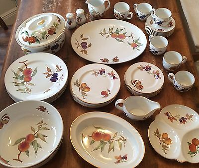 Royal Worcester Fine Porcelain Evesham 1961 -  40 Piece Lot Dishes Plates Cups