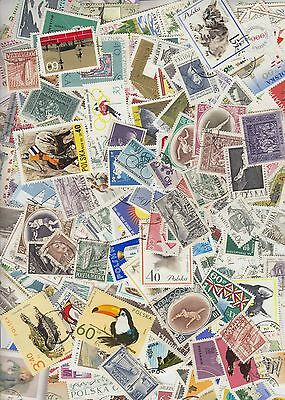 Collection of 790 Different stamps from Poland. a8