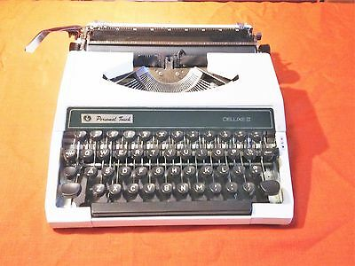 Vintage PERSONAL TOUCH DELUXE III (3) Typewriter Portable & case  antique rare
