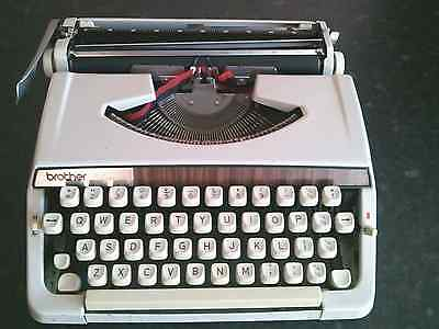 Vintage~Brother Deluxe 900 Portable Typewriter old ,  antique , collectors 1970s