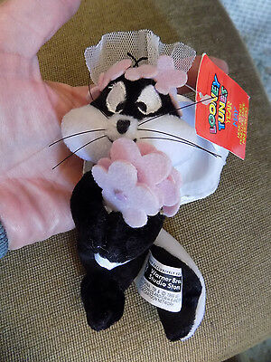 Vtg Pepe Le Pew Skunk Bride Penelope girl Plush Looney Tunes May Beanie w tag 60