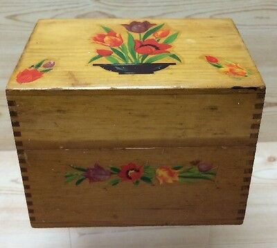 Recipe Box with Tulips Vintage Woodenware Dovetail Collectible Kitchenware