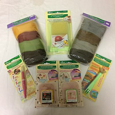 Clover Felting Kit - Mat, Needle, Cleaning Claw, 2 x Molds, Wool Roving. Set 2