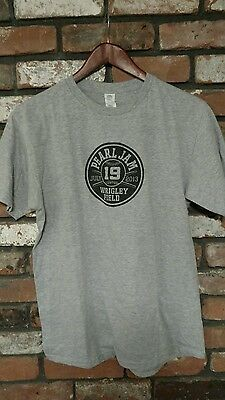 Pearl Jam live at Wrigley Field July 19, 2013 gray T Shirt size Medium