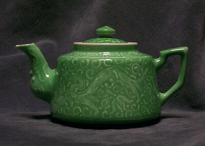 CINA (China): Fine Chinese old porcelain green teapot