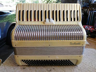 Salanti 120 Bass Accordian w/case, made in Italy