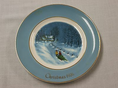 """Avon Christmas Plate 1976 Bringing Home the Tree """"NEW"""" Wedgwood 3rd collector"""