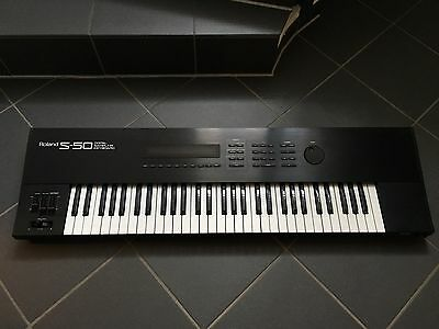 Roland S-50 Keyboard Sampler Vers.2.0 OS  very nice condition over 40 discs