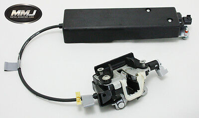 Land Rover Discovery 3 & 4 Lower Tailgate Latch And Actuator Tdv6 & V8 04/16
