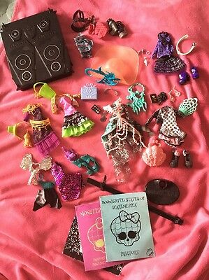 ��Massive Bundle Of Monster High Clothes & Accessories All  Brand New!!��