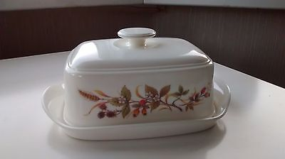 Butter dish - cream colour - floral pattern - useful handle on lid