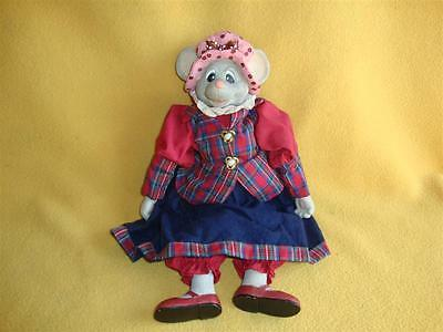 Old-fashioned Porcelain-style Mouse Doll