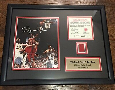 MICHAEL JORDAN SIGNED UDA Upper Deck CHICAGO BULLS FRAMED 8x10 Photo W/FLOOR
