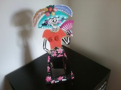 Mexican Catrina with mirror