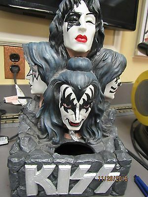 Kiss -Gene Simmons Water Fountain Spits Red (8780-up2-mo)