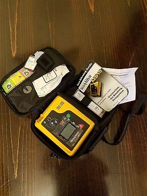 Welch Allyn AED 10 with Case, Battery, Pads and energy reducer(infant/child)