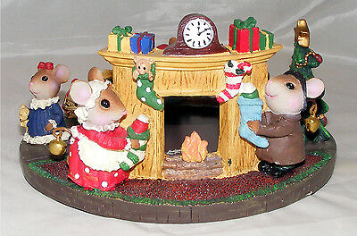 Christmas Table Centrepiece Decorated with Mice round a Central Plate Tray