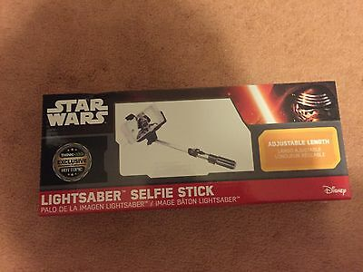 Star wars HOT TOPIC Exclusive Lightsaber Selfie Stick