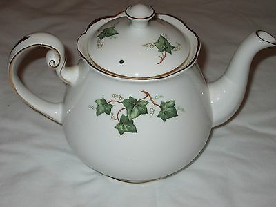 Colclough Ivy Leaf Bone China Tea Pot /collectable/christmas Dining