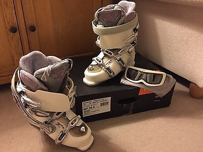 Women's Ski Boots Size 7 With Goggles