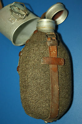 Canteen Older type w/ cloth cover, cold war Romanian Army - NOS