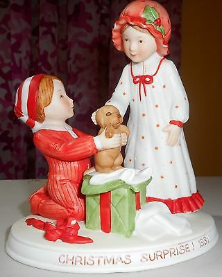 Holly Hobbie - Christmas Suprise! 1981 Figurine - limited edition - porcelain
