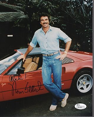 TOM SELLECK HAND SIGNED 8x10 COLOR PHOTO    AWESOME POSE     MAGNUM PI       JSA