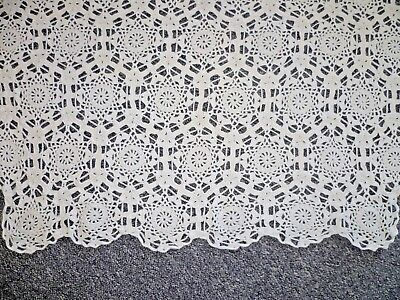 STUNNING WHITE HAND CROCHETED TABLECLOTH 140 cms x 117 cms