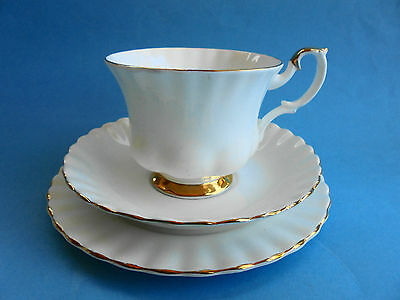 Royal Albert Val D'or Trio Tea Cup Saucer Plate - Like New