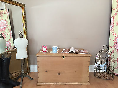 Vintage Pine Blanket Box / Coffee Table Storage Trunk Linen / Toy Chest