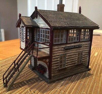 Hornby R8534 Signal Box - Skaledale - Unboxed - excellent condition