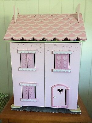 Le Toy van Dolls House with characters