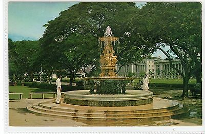 WATER FOUNTAIN AT QUEEN ELIZABETH WALK, SINGAPORE: Singapore postcard (C22790)