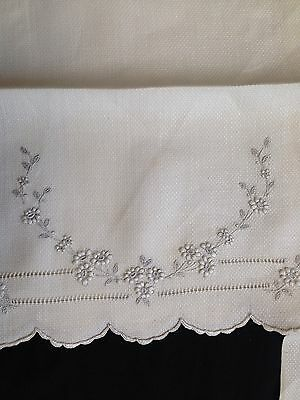 Vintage Linen Tea Towels Dresser Scarf Topper Embroidery Scallop Edge Antique