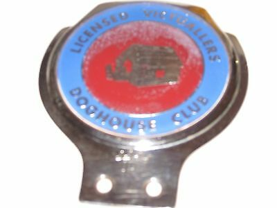 vintage LICENSED VICTUALLERS DOGHOUSE CLUB CAR BADGE