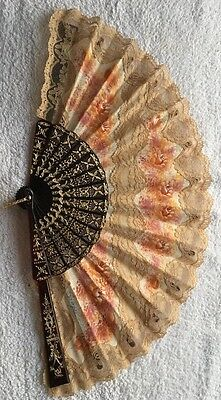 Beautiful Spanish hand-painted flowere pattern lace fan.