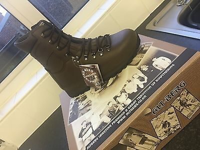 NEW IN BOX Alt-berg Defender Brown Leather Combat Boots: Size 8 Medium.