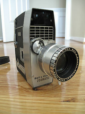 BELL & HOWELL ZOOMATIC 8mm Director Series Model 414 Vintage