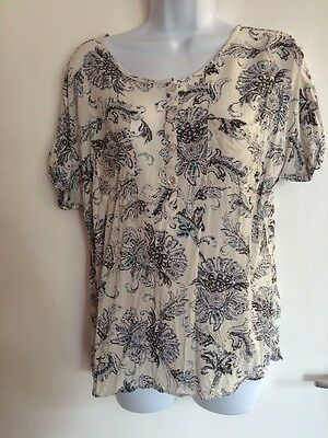 Women's Size 12 Short Sleeve Cream Patterned Top Casual By M&Co.