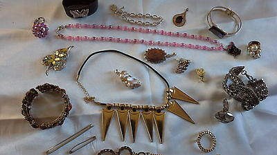 Lovely job lot vintage and modern costume jewellery, including some silver