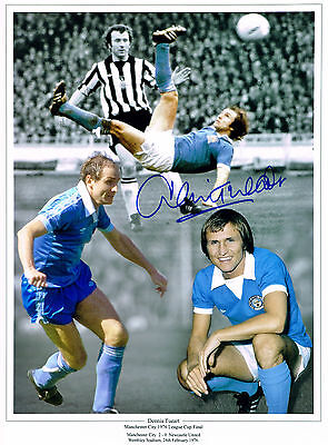 DENNIS TUEART MANCHESTER CITY HAND SIGNED PHOTO AUTHENTIC GENUINE + COA - 16x12