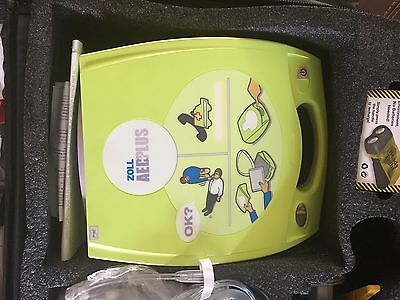 ZOLL AED Plus AED  Never used Plus carry bag and Oxygen tank