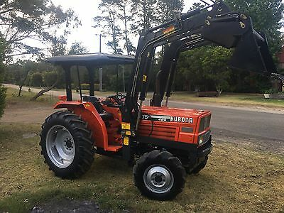 Kubota Tractor 40 HP 4x4 4in1 Bucket Delivery 300k Ripper&pipe Layer Slasher