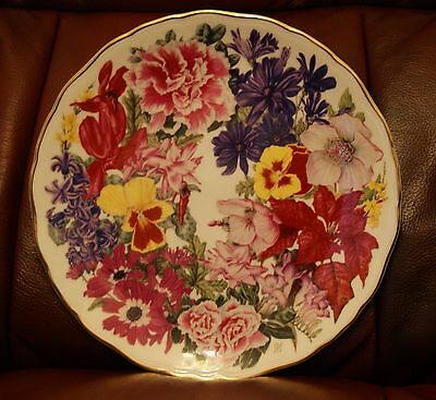 Royal Albert for the Qeen Christmas Bouquet collectors plate