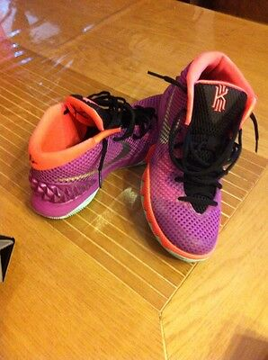 Nike KYRIE 1 EASTER Édition Berry Silver. /  7 Us /40 Europe .